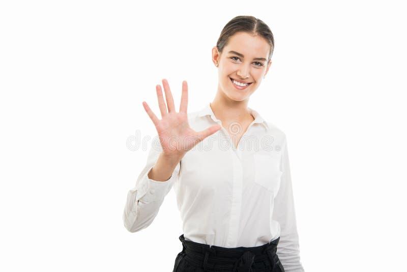 显示与手指的年轻俏丽的bussines妇女第五 免版税库存图片