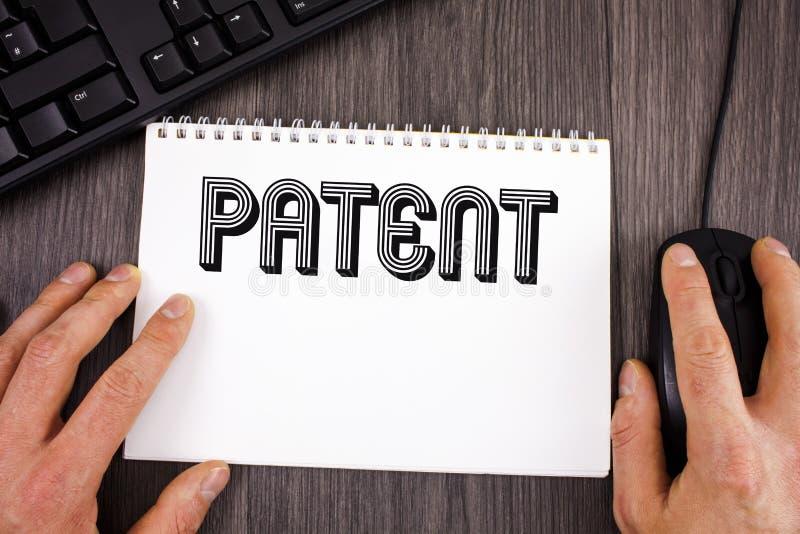 显示专利的文字笔记 赋予权力为使用卖做在没有写的产品的企业照片陈列的执照 库存照片