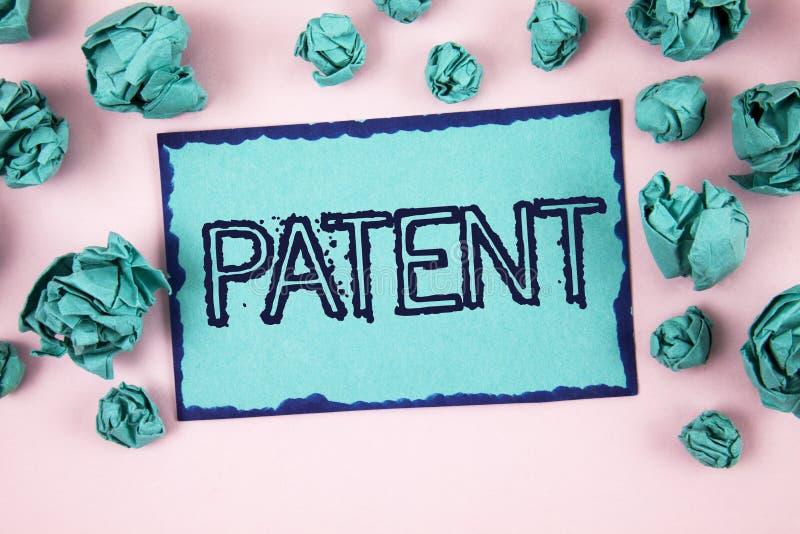 显示专利的文字笔记 赋予权力为使用卖做在St写的产品的企业照片陈列的执照 库存照片