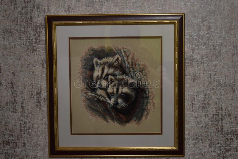 显示两头浣熊的被绣的图片 皇族释放例证