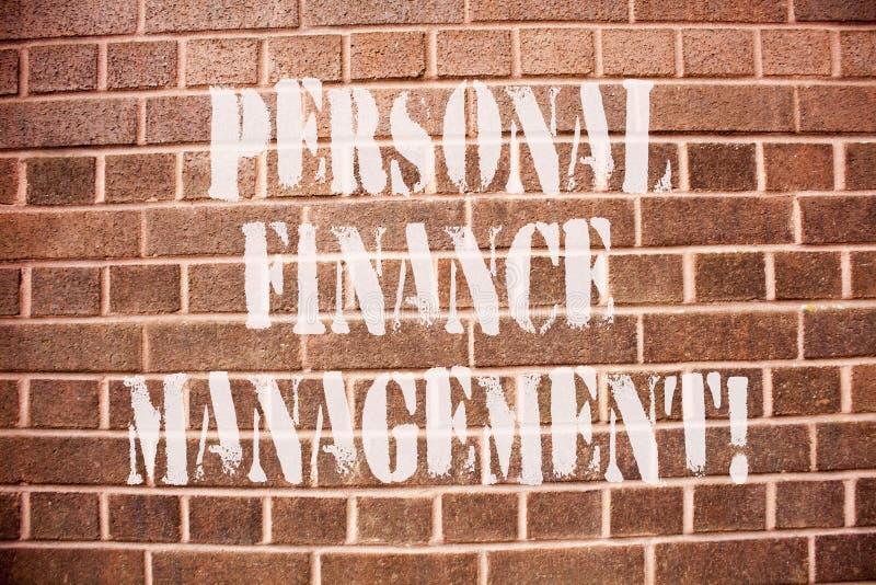 显示个人理财管理的文本标志 概念性照片analysisaging的收入、费用和投资 免版税库存照片