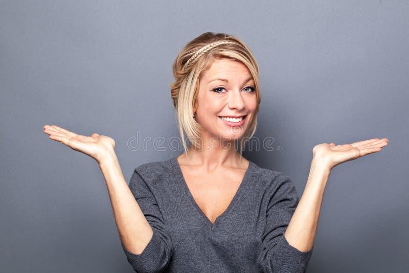 显示事的妇女相等在产品选择的手上  图库摄影