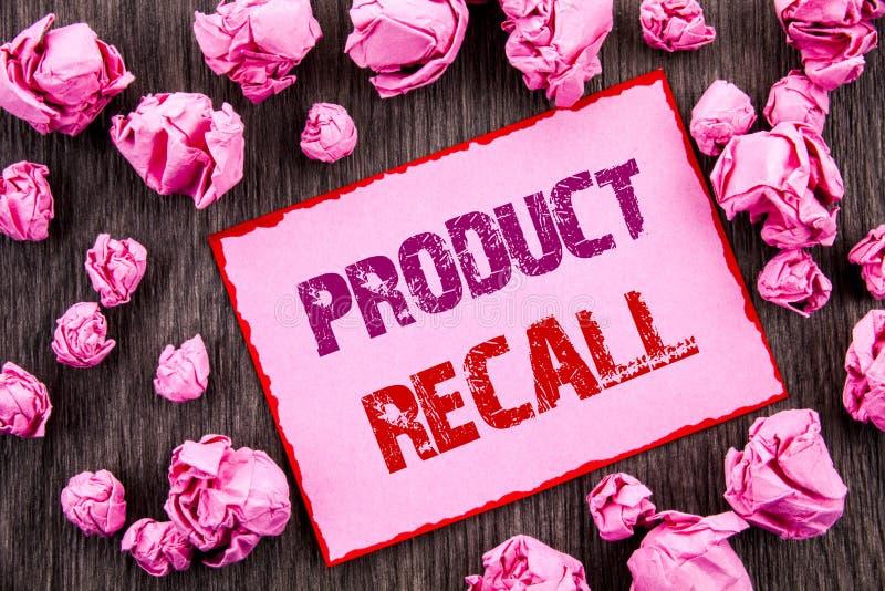 显示产品取消的手写文本 在桃红色棍子写的产品缺陷的企业照片陈列的回忆退款回归 免版税库存图片