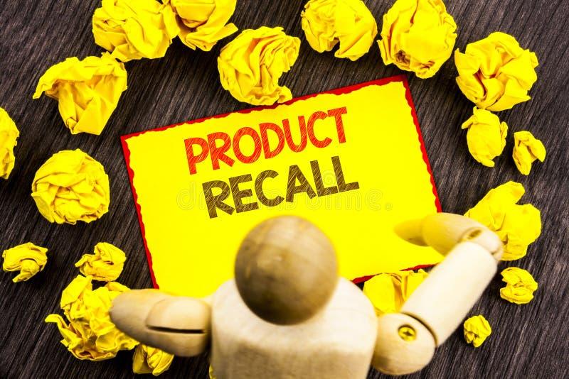 显示产品取消的文字文本 在稠粘的笔记写的产品缺陷的企业照片陈列的回忆退款回归H 免版税库存图片