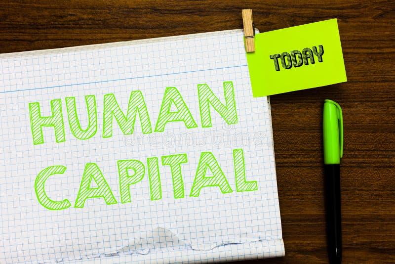 显示人力资本的文字笔记 陈列无形的集体资源能力资本的企业照片 免版税库存照片