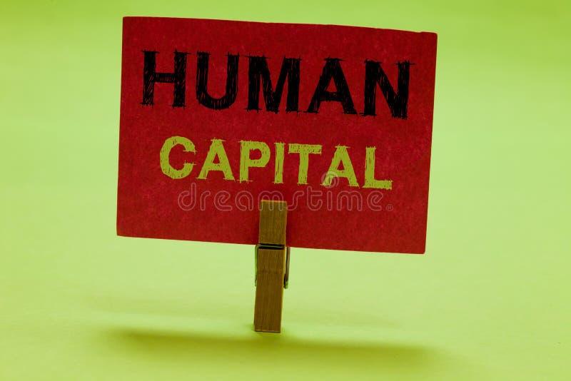 显示人力资本的文本标志 概念性照片无形资产集体资源能力资本教育 库存图片