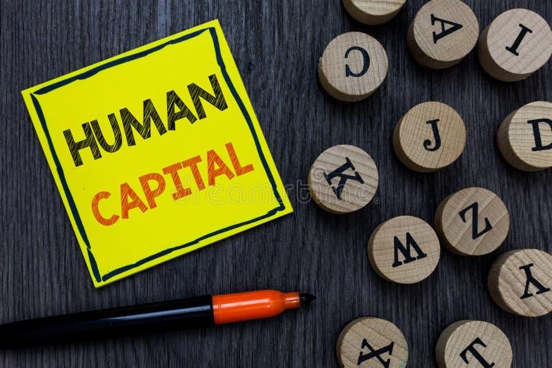 显示人力资本的概念性手文字 陈列无形的集体资源能力的企业照片 库存照片