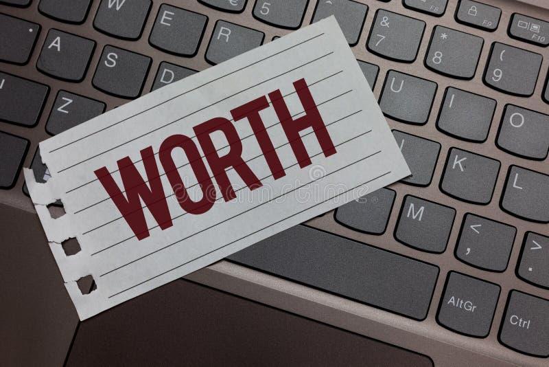 显示价值的文字笔记 个人和财政意义重要性键盘colou的企业照片陈列的测量 免版税库存图片