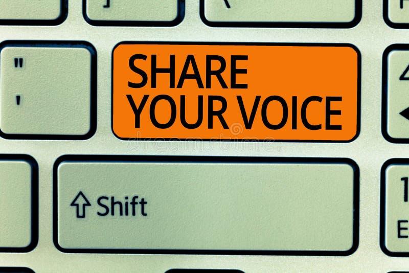 显示份额您的声音的文字笔记 陈列企业的照片要求雇员或成员发表他的意见或 免版税库存图片