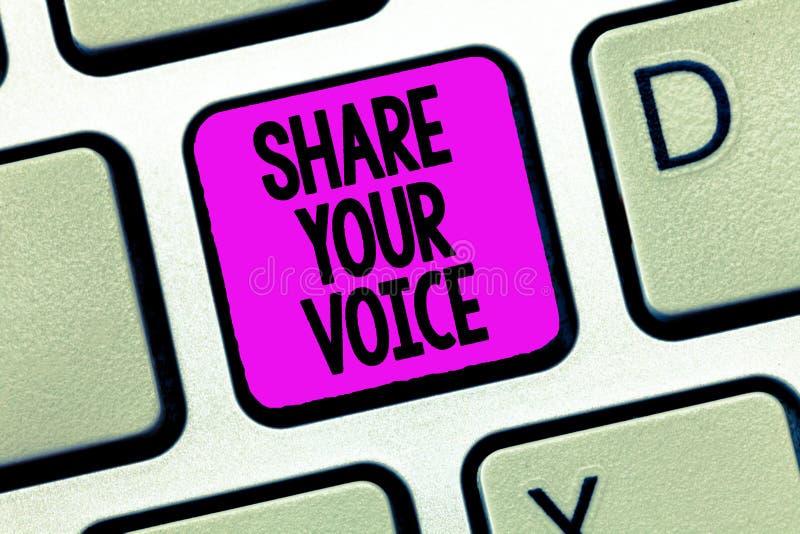 显示份额您的声音的文字笔记 陈列企业的照片要求雇员或成员发表他的意见或 免版税库存照片