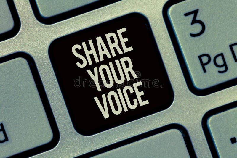 显示份额您的声音的文字笔记 陈列企业的照片要求雇员或成员发表他的意见或 免版税图库摄影