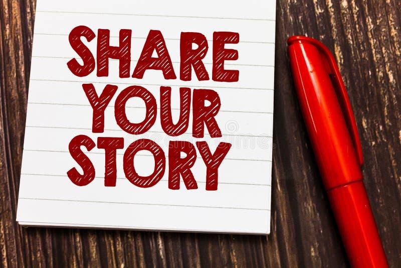 显示份额您的故事的概念性手文字 陈列企业的照片要求某人对大约他自己写生活 免版税库存照片