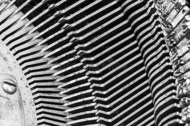 显示传统连动杆v的古色古香的打字机 图库摄影