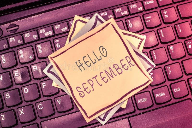 显示你好9月的文本标志 热切地想要热烈欢迎的概念性照片对9月 库存图片