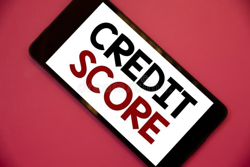 显示信用评分的文字笔记 陈列能力的企业照片回报个体的贷款信誉 免版税库存图片