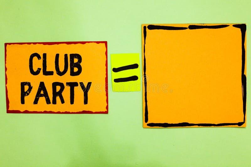 显示俱乐部党的文字笔记 陈列社会汇聚的企业照片在是不拘形式的,并且可能有橙色的饮料的地方 库存照片