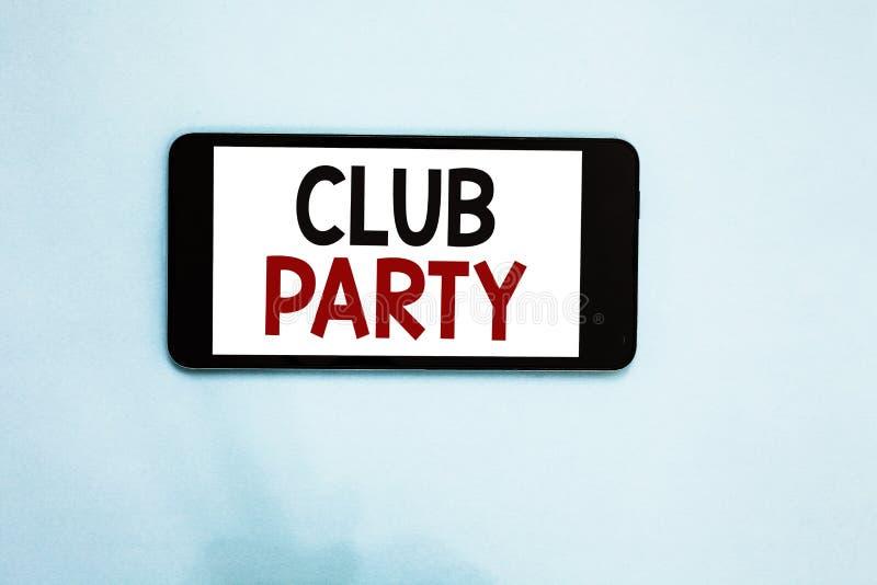 显示俱乐部党的文本标志 概念性照片社会汇聚在是不拘形式的,并且可能有饮料手机白色s的地方 免版税库存图片
