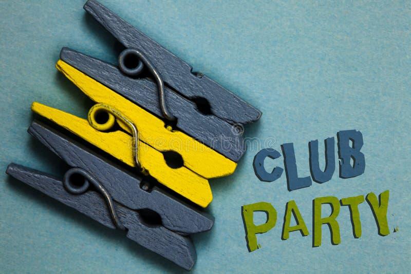显示俱乐部党的概念性手文字 企业照片文本社会汇聚在是不拘形式的,并且可能有饮料G的地方 图库摄影