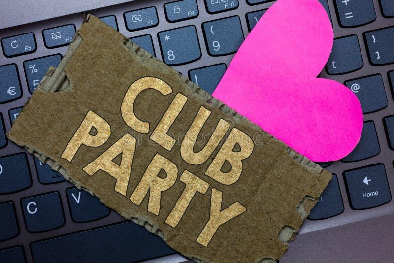 显示俱乐部党的概念性手文字 企业照片文本社会汇聚在是不拘形式的,并且可能有饮料P的地方 免版税库存图片