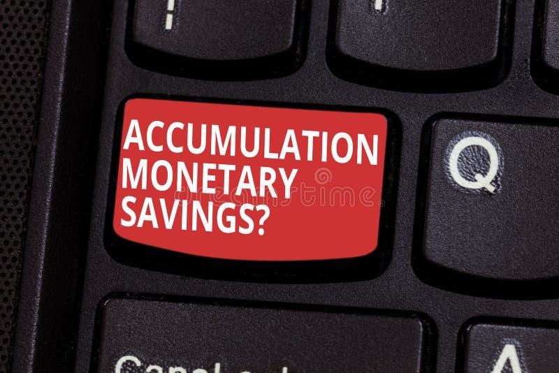 显示储积金钱Savingsquestion的文本标志 在金融性资产键盘键的概念性照片增量 库存图片