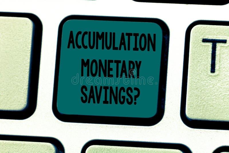 显示储积金钱Savingsquestion的文本标志 在金融性资产键盘键的概念性照片增量 免版税库存照片
