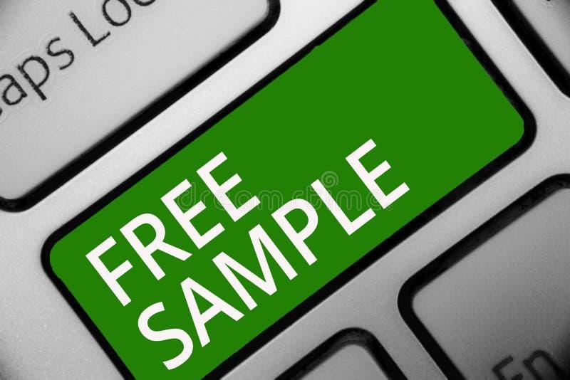 显示免费样品的文本标志 产品的概念性照片部分被给商城键盘绿色钥匙意向的消费者 库存例证