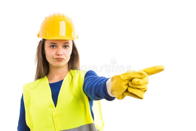 显示否认姿态的年轻女性建筑师 免版税库存照片