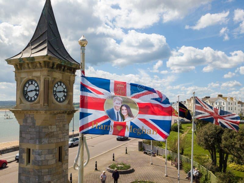 显示哈里&梅甘的旗子在Exmouth,德文郡飞行 图库摄影