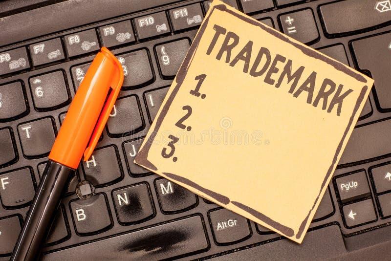 显示商标的概念性手文字 陈列法律上登记的版权知识产权的企业照片 免版税库存照片