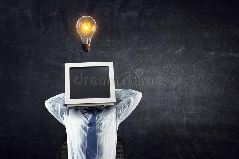 显示器朝向的商人 r 免版税图库摄影