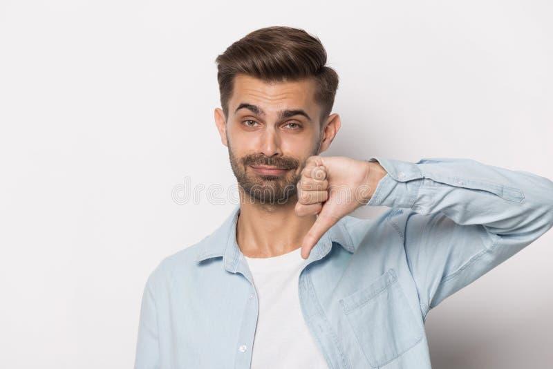 显示在演播室顶头射击下的千福年的人拇指 免版税库存图片