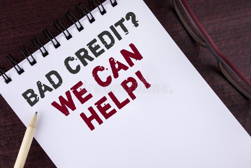 显示坏信用问题我们的文本标志可以帮助诱导电话 概念性照片达到在笔记薄写的好债务健康 免版税图库摄影