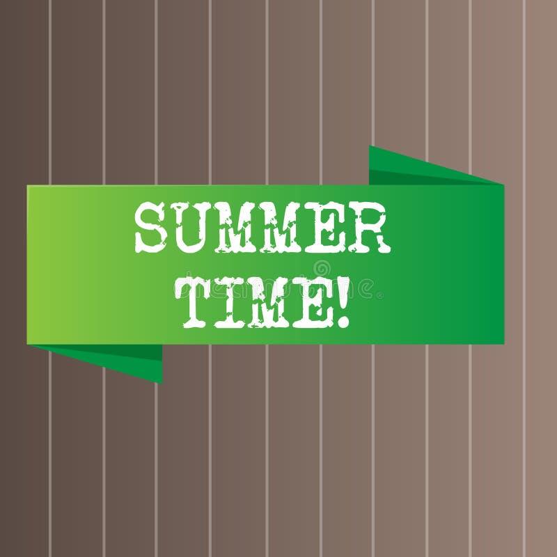 显示夏时的文本标志 概念性照片达到前面更长的平衡的白天夏天设置时钟小时空白 库存例证