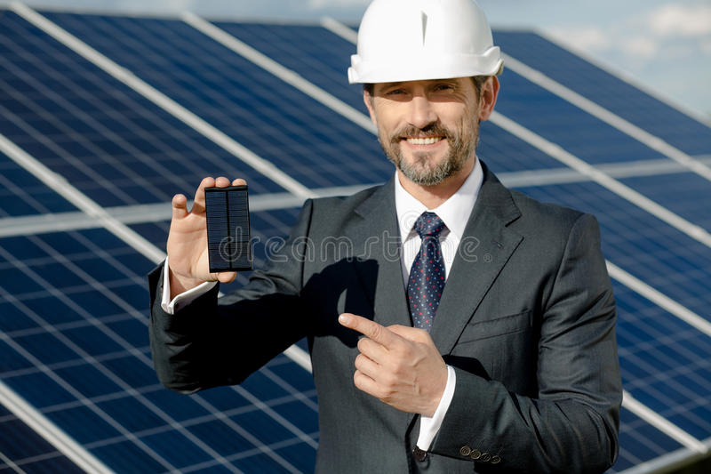 显示太阳电池板的光致电压的细节企业客户 免版税图库摄影