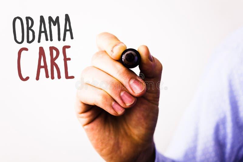 显示奥巴马关心的概念性手文字 企业照片文本保险系统患者ProtectionMan举行政府项目  免版税库存照片