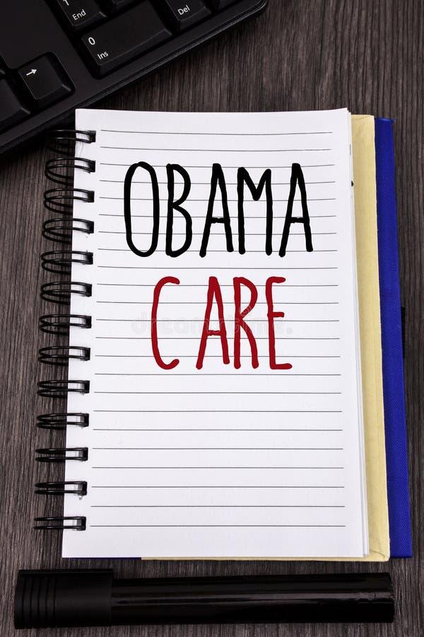 显示奥巴马关心的概念性手文字 陈列保险系统患者保护的政府项目企业照片 图库摄影