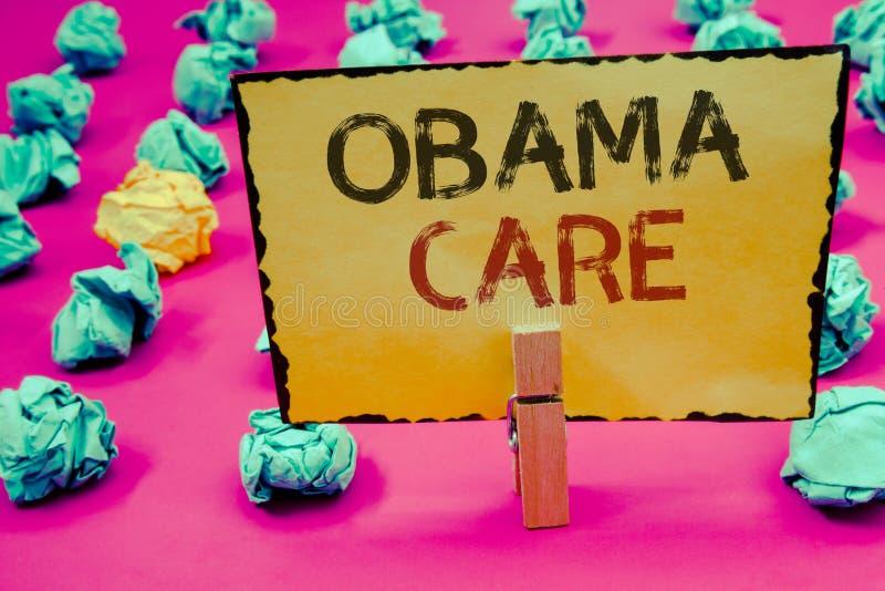 显示奥巴马关心的概念性手文字 陈列保险系统患者ProtectionCl的政府项目企业照片 免版税库存照片