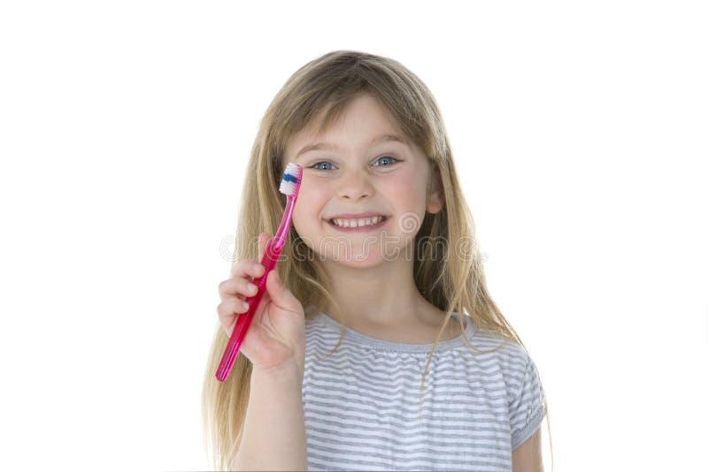 显示她的牙刷的女孩 库存照片