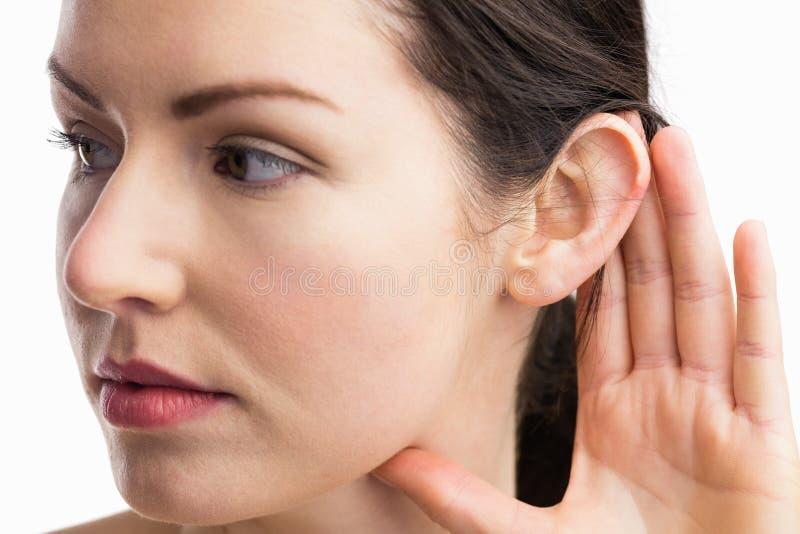 显示她的耳朵的妇女 库存图片