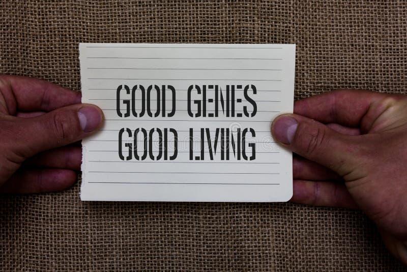 显示好基因好生活的文本标志 概念性照片继承了在拿着片断n的长寿健康生活人的基因结果 库存照片