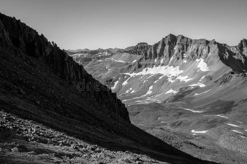 显示巨型的山的落矶山脉陡峭的scree倾斜 免版税图库摄影