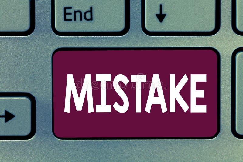 显示差错的文字笔记 陈列某事的企业照片不正确缺乏准确性错误不正确失败 图库摄影