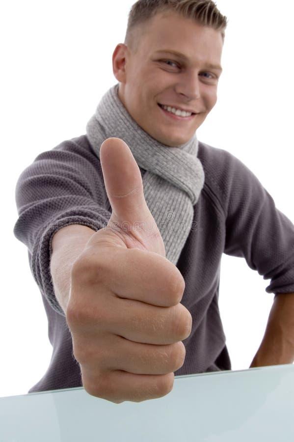 显示微笑的赞许年轻人的人 库存照片