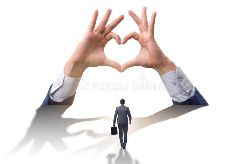 显示心脏姿态的手在爱概念 皇族释放例证