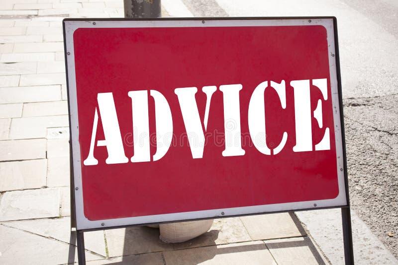 显示忠告的概念性手文字文本说明启发 建议在老a写的教导概念的企业概念 免版税库存图片