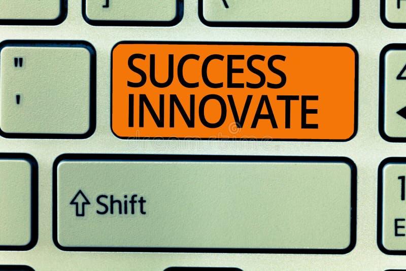 显示成功的文字笔记创新 企业照片陈列使组织能适应对市场力量 免版税图库摄影