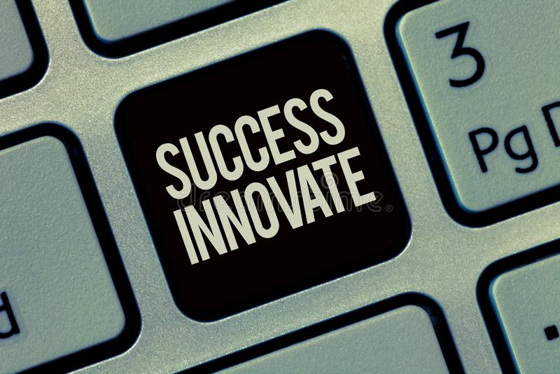 显示成功的文字笔记创新 企业照片陈列使组织能适应对市场力量 库存图片