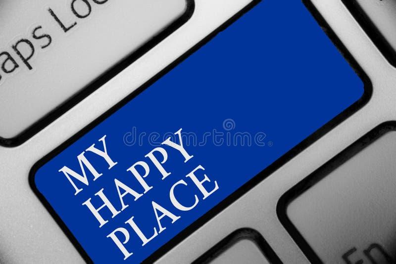 显示我愉快的地方的文本标志 概念性照片空间您感觉舒适的愉快的轻松的被启发的键盘蓝色关键Inten的地方 库存例证