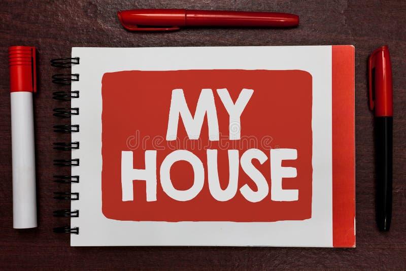 显示我的议院的文本标志 概念性照片A地方或大厦我与我爱重要想法highlig的人民的地方居住 免版税库存图片