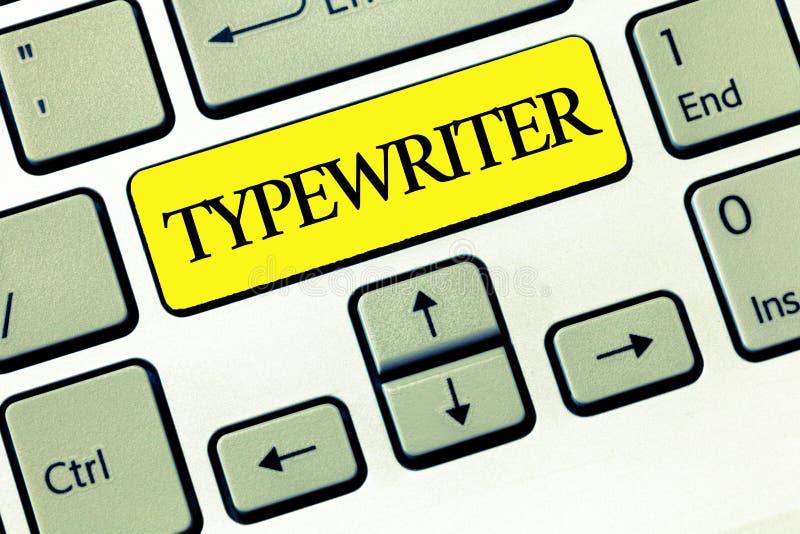 显示打字机的概念性手文字 有钥匙的企业照片文本电电子analysisual机器 库存图片